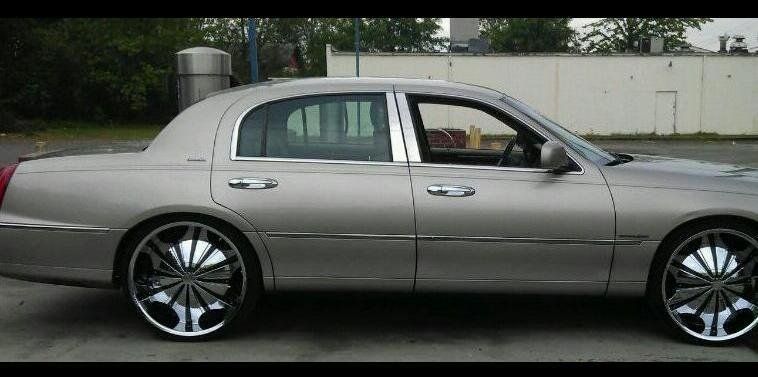 Demarcus911 2001 Lincoln Town Car