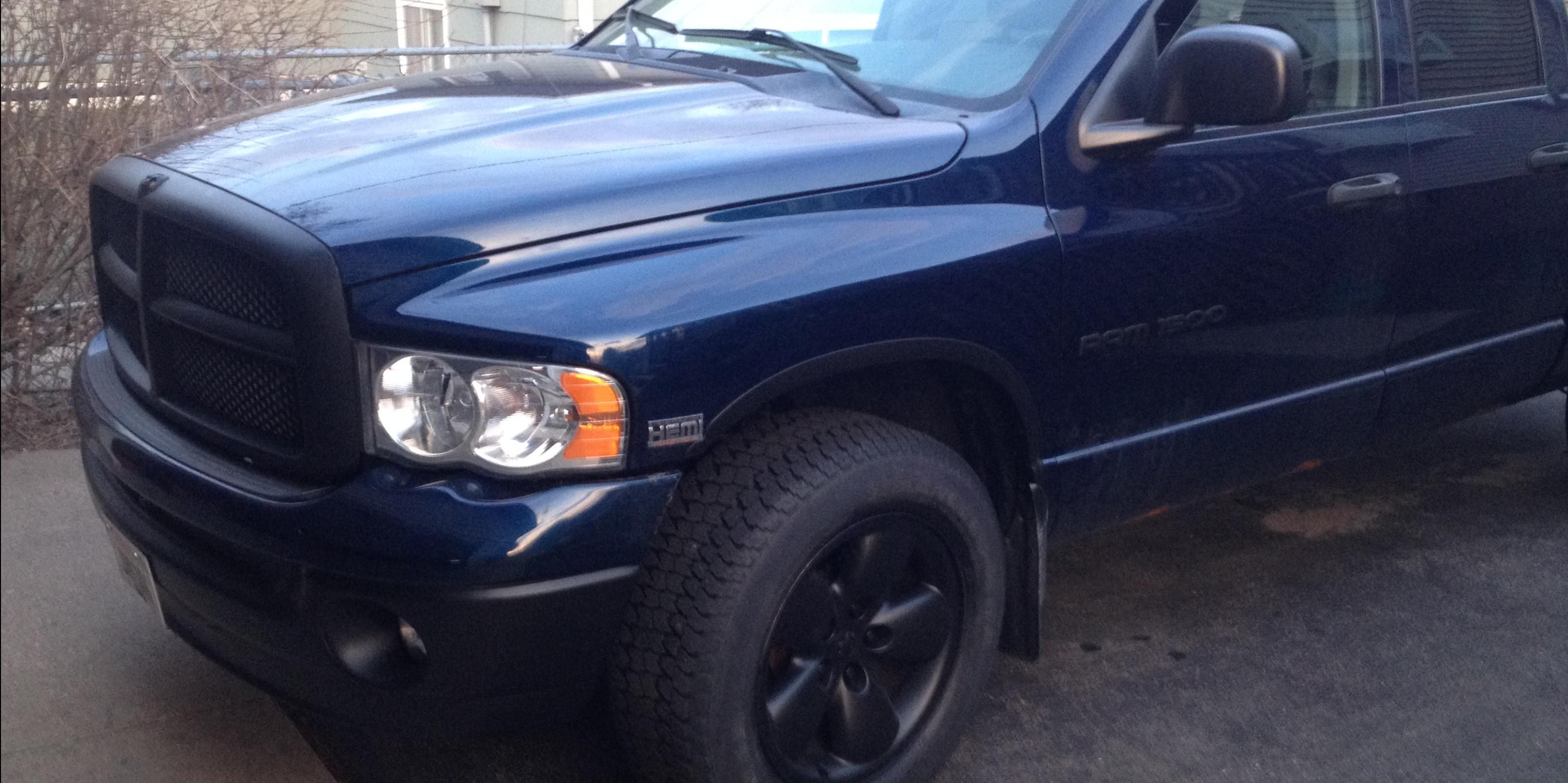 Un_ReaL's 2005 Dodge Ram-1500-Quad-Cab