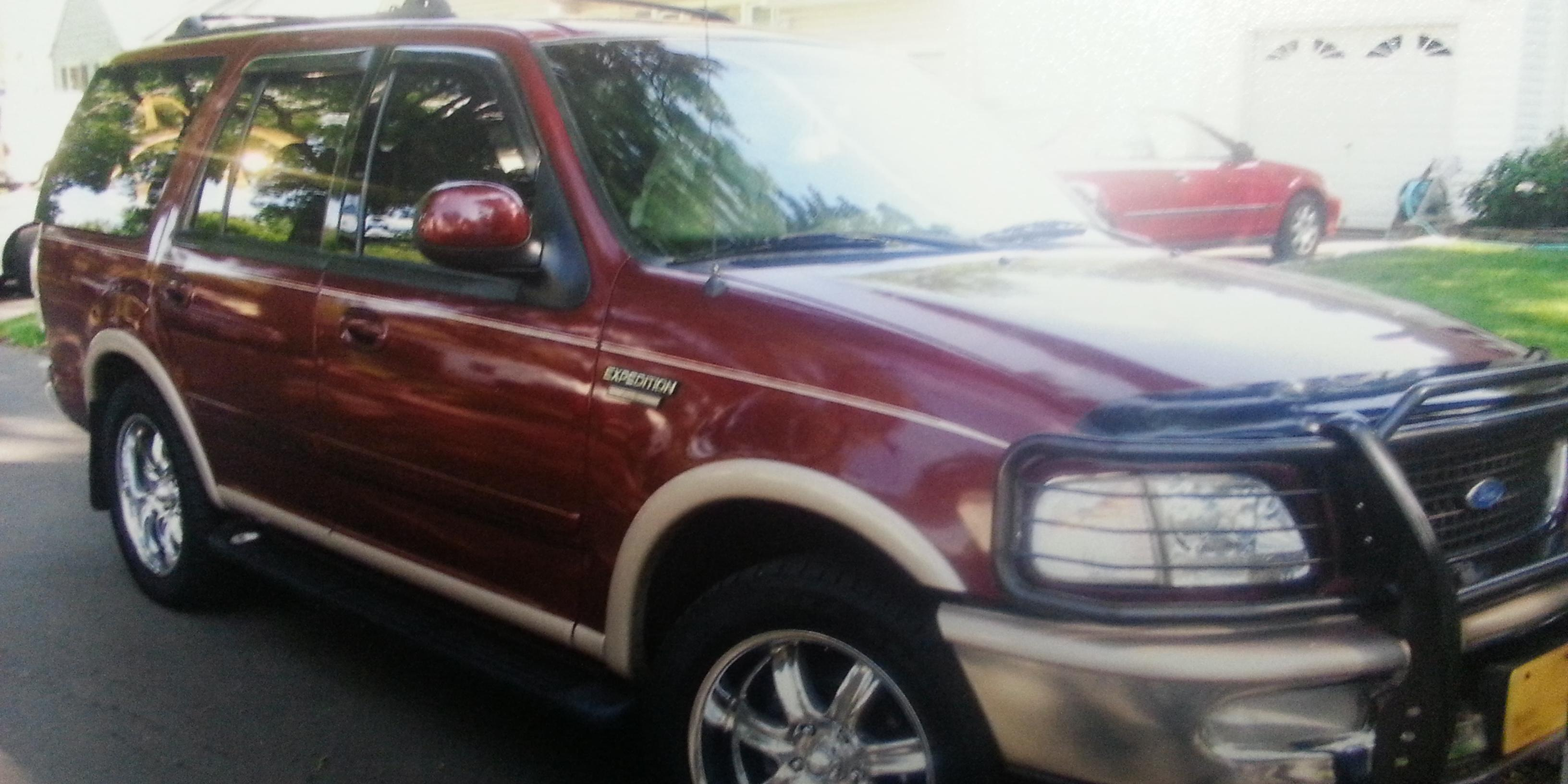 size 10 2007 Ford Expedition