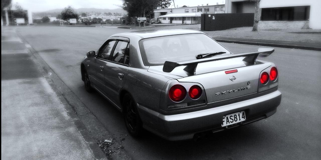 Subject27 1999 Nissan Skyline