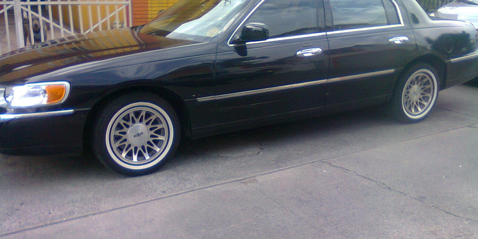 Kchi 2001 Lincoln Town Carcartier Sedan 4d Specs Photos