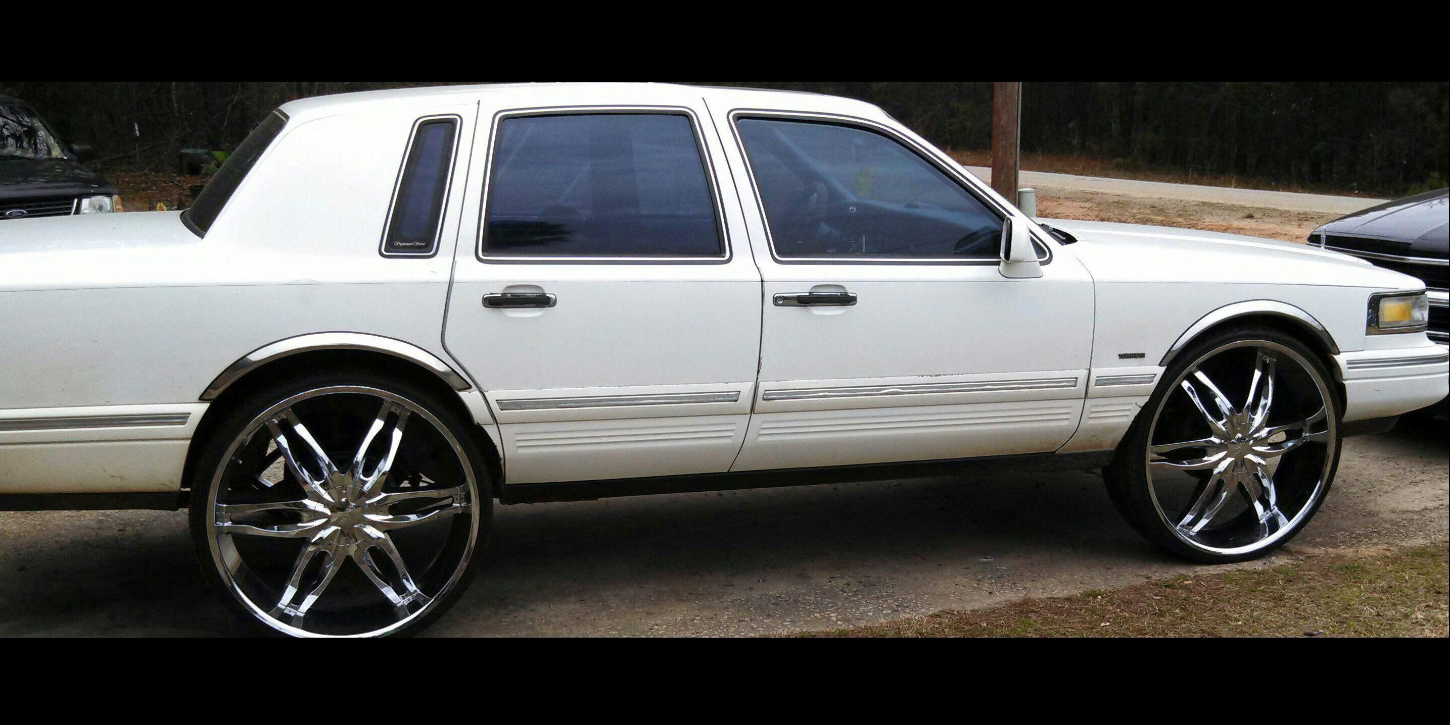 Brai01 1995 Lincoln Town-Car