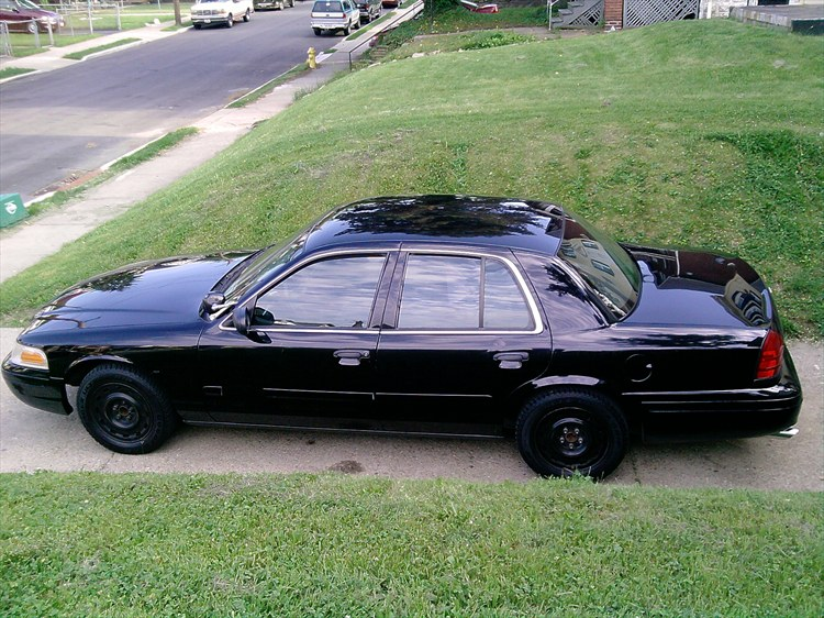 MrVic859 2004 Ford Crown Victoria