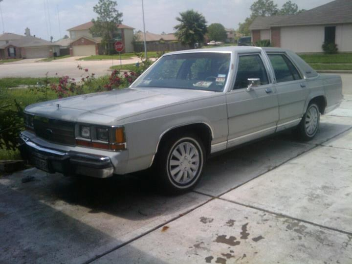 StreetAccent's 1988 Ford LTD Crown Victoria