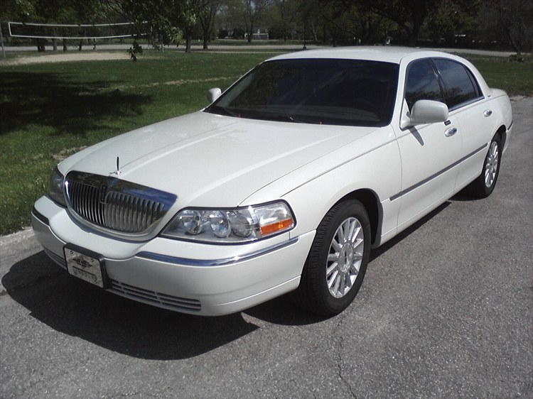 Wiscompton608 2003 Lincoln Town Car 18771285