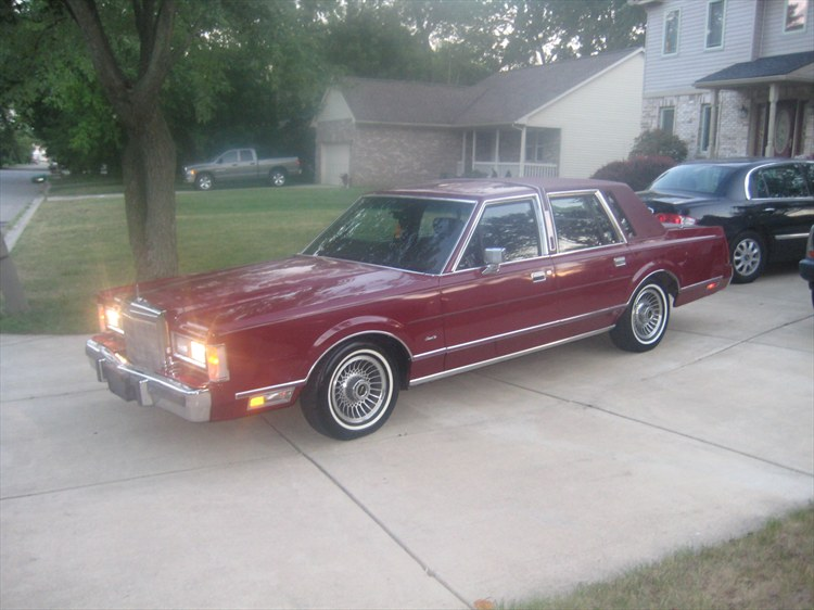 Drew Lyons 1988 Lincoln Town Car Specs Photos