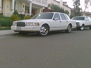 craigerade 1994 lincoln town carexecutive sedan 4d specs. Black Bedroom Furniture Sets. Home Design Ideas