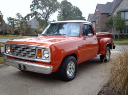 Ton-Puts 1977 Dodge Power Wagon