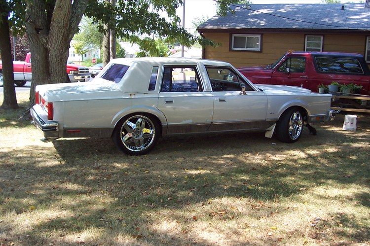 Another SoillLincoln 1984 Lincoln Town Car post... - 15897292