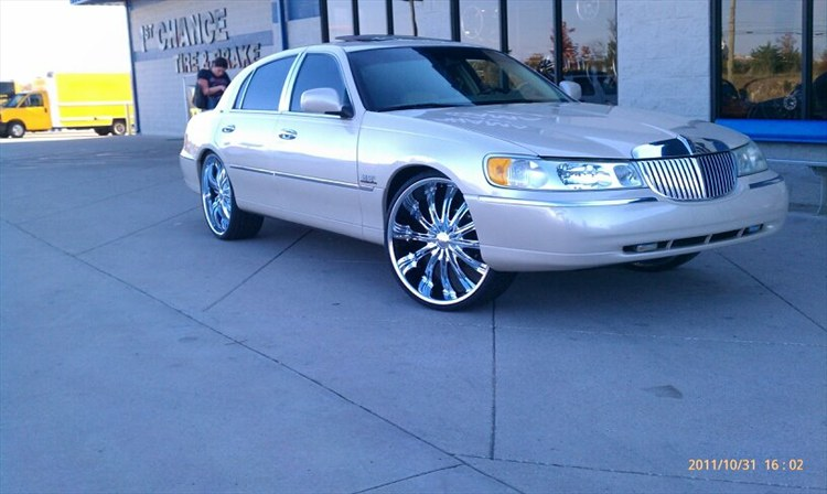 Jaystl1000r 2001 Lincoln Town Carcartier Sedan 4d S Photo Gallery At