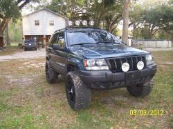 JERRY T's 2003 Jeep Grand Cherokee