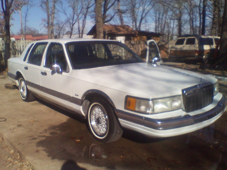 TRUPLAYA214 1990 Lincoln Town Car