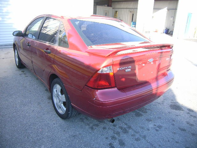 chevycrazi2011 2005 Ford Focus 19006290