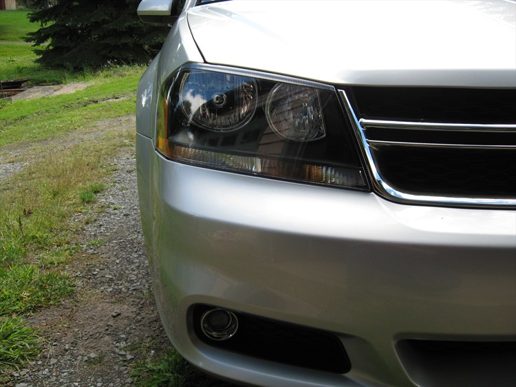 R/T headlights and new Dodge badge - 13352696