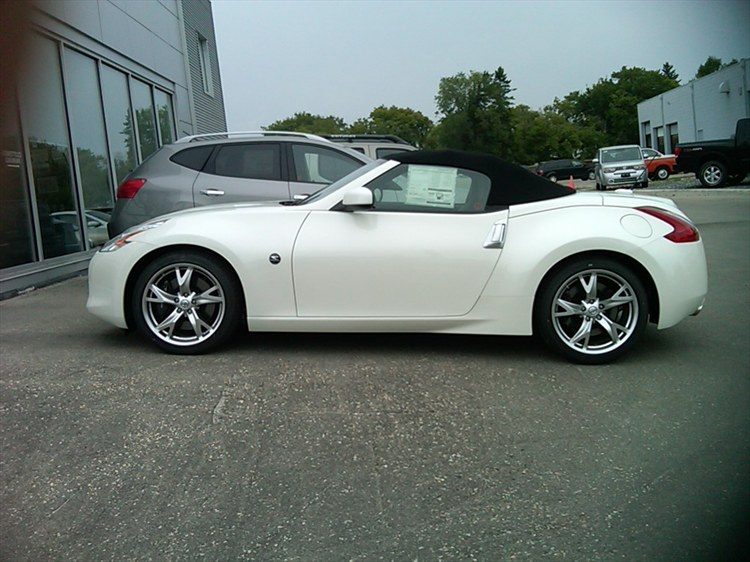 howhigh69 2010 nissan 370z specs photos modification info at cardomain. Black Bedroom Furniture Sets. Home Design Ideas