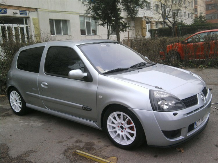 ddo moisii 2004 renault clio specs photos modification info at cardomain. Black Bedroom Furniture Sets. Home Design Ideas