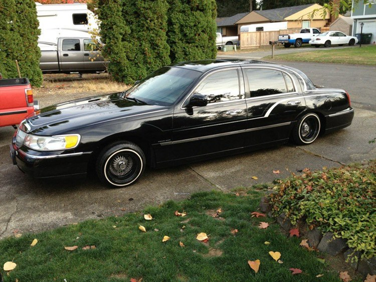 Bear3825 1999 Lincoln Town Car Specs Photos Modification Info At