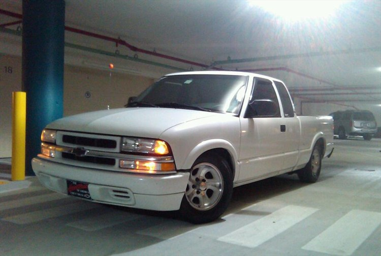 Jesse329 2000 Chevrolet S10 Extended Cabpickup Specs