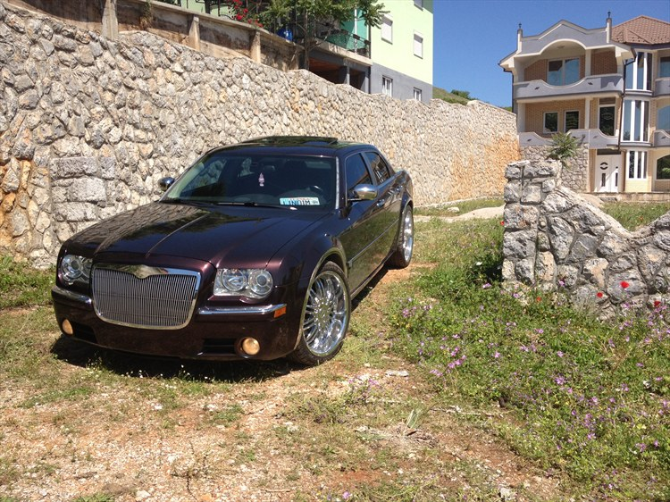 dimi907 2005 Chrysler 300