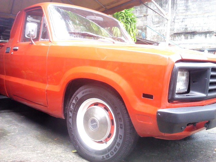 mjcapco_511 1983 Ford Courier 15974846