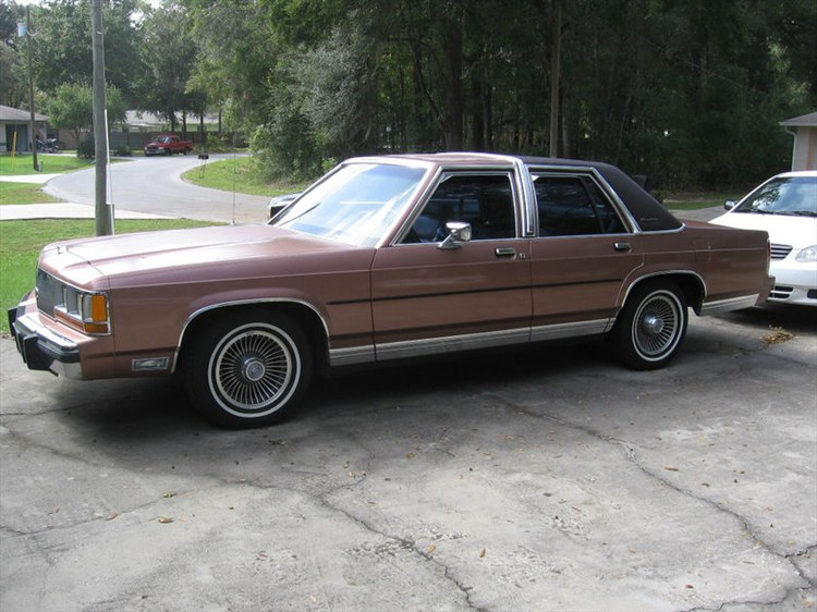 johneevans 1990 Ford LTD Crown Victoria