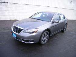 Carlb87 2013 Chrysler 200