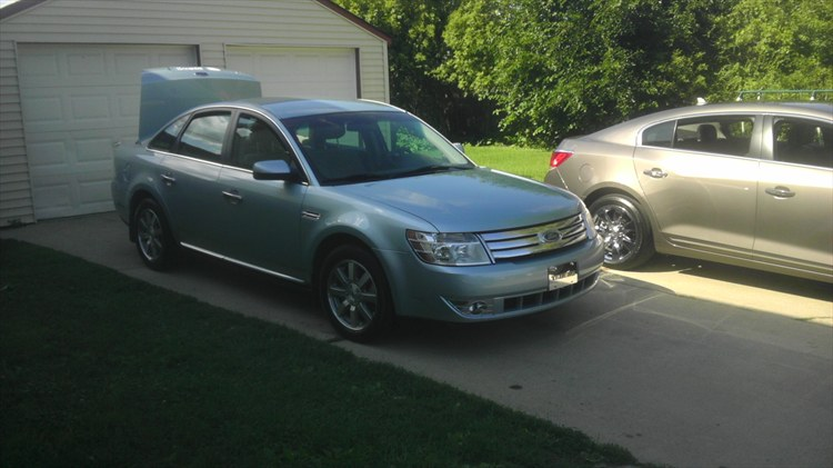 2008 Ford Taurus on 22's - 16041206