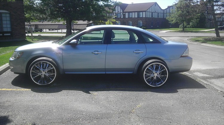 2008 Ford Taurus on 22's - 16041208