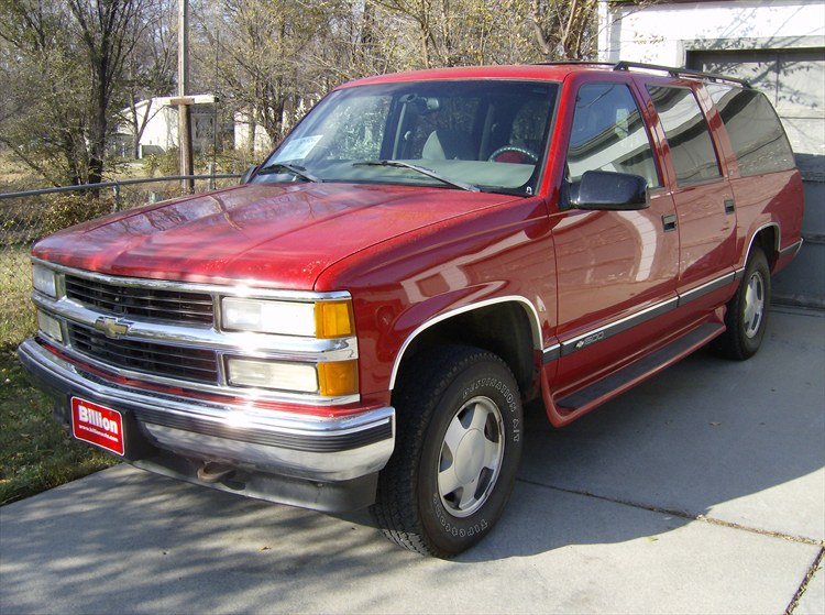 outsider 27 39 s 1999 chevrolet suburban 1500 in aberdeen sd. Black Bedroom Furniture Sets. Home Design Ideas