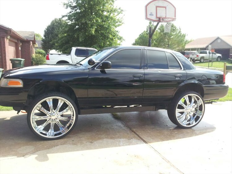 2000 Ford Crown Vic on 26 inch rims 7900 Orlando