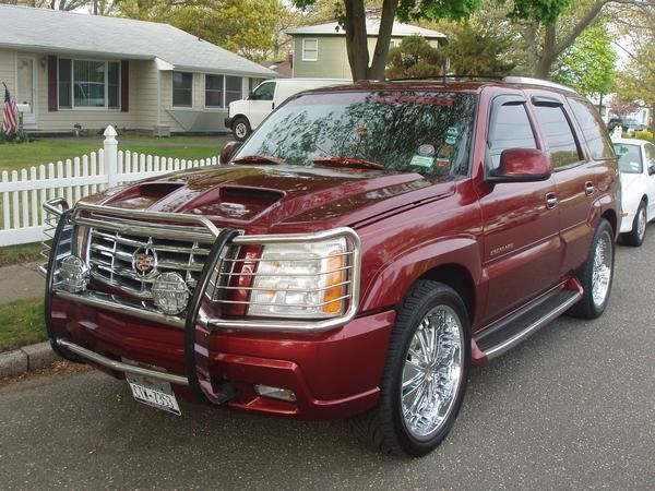 OLD 2002 CADİLLAC ESCALADE BEFORE MOVEİNG TO THE EUROPE THAT İ HAD DURİNG THE UNİTED STATES  - 16364885