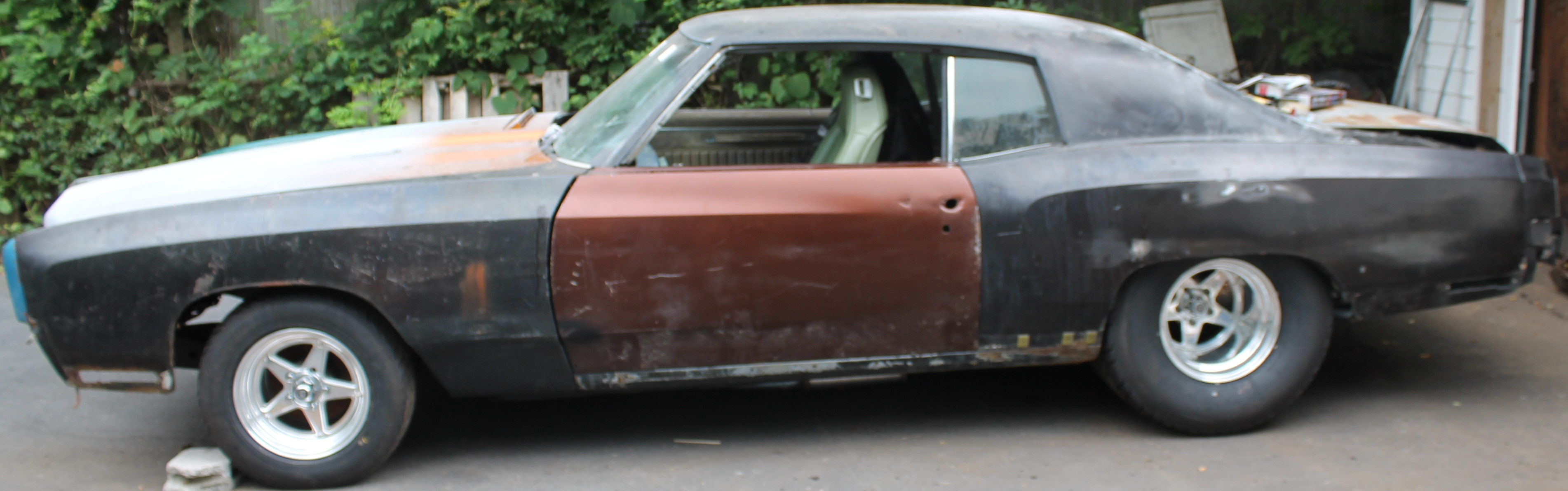 Sheet metal hung sitting on the wheels and tires. seats are a 73 Monte Carlo swivel seats. - 19097120