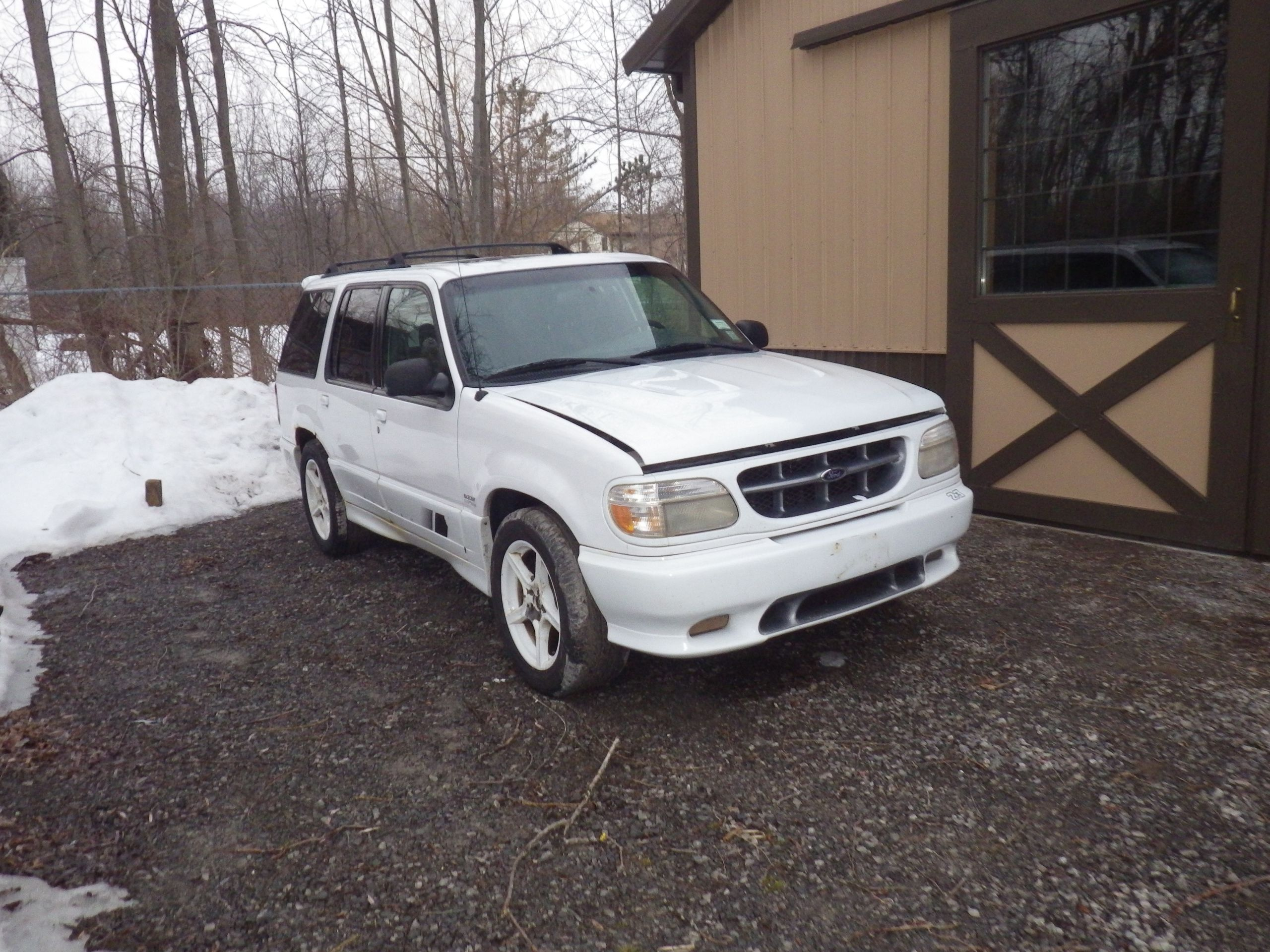The Saleen XP8 Explorer donor vehicle 2000-0023 - 19129414