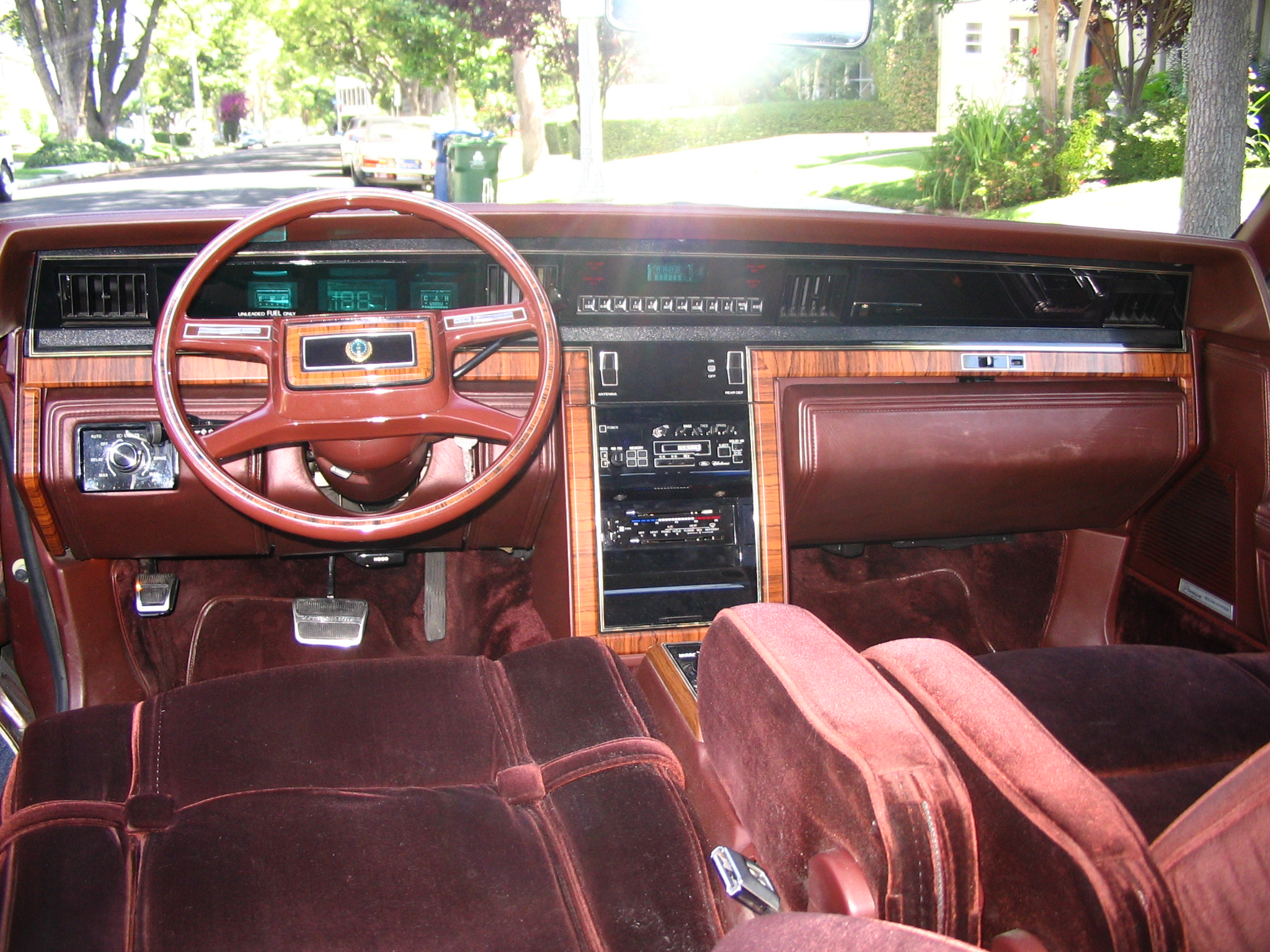 lincolncollector 1982 lincoln continental specs photos modification info at cardomain. Black Bedroom Furniture Sets. Home Design Ideas