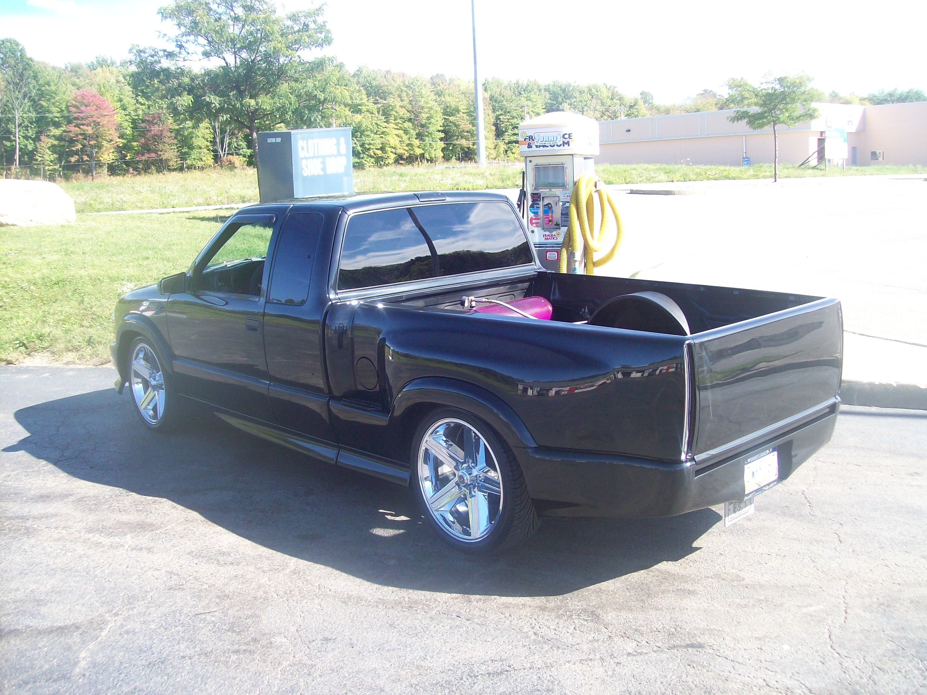 streetsweepins10 2000 chevrolet s10 crew cab specs photos modification info at cardomain. Black Bedroom Furniture Sets. Home Design Ideas