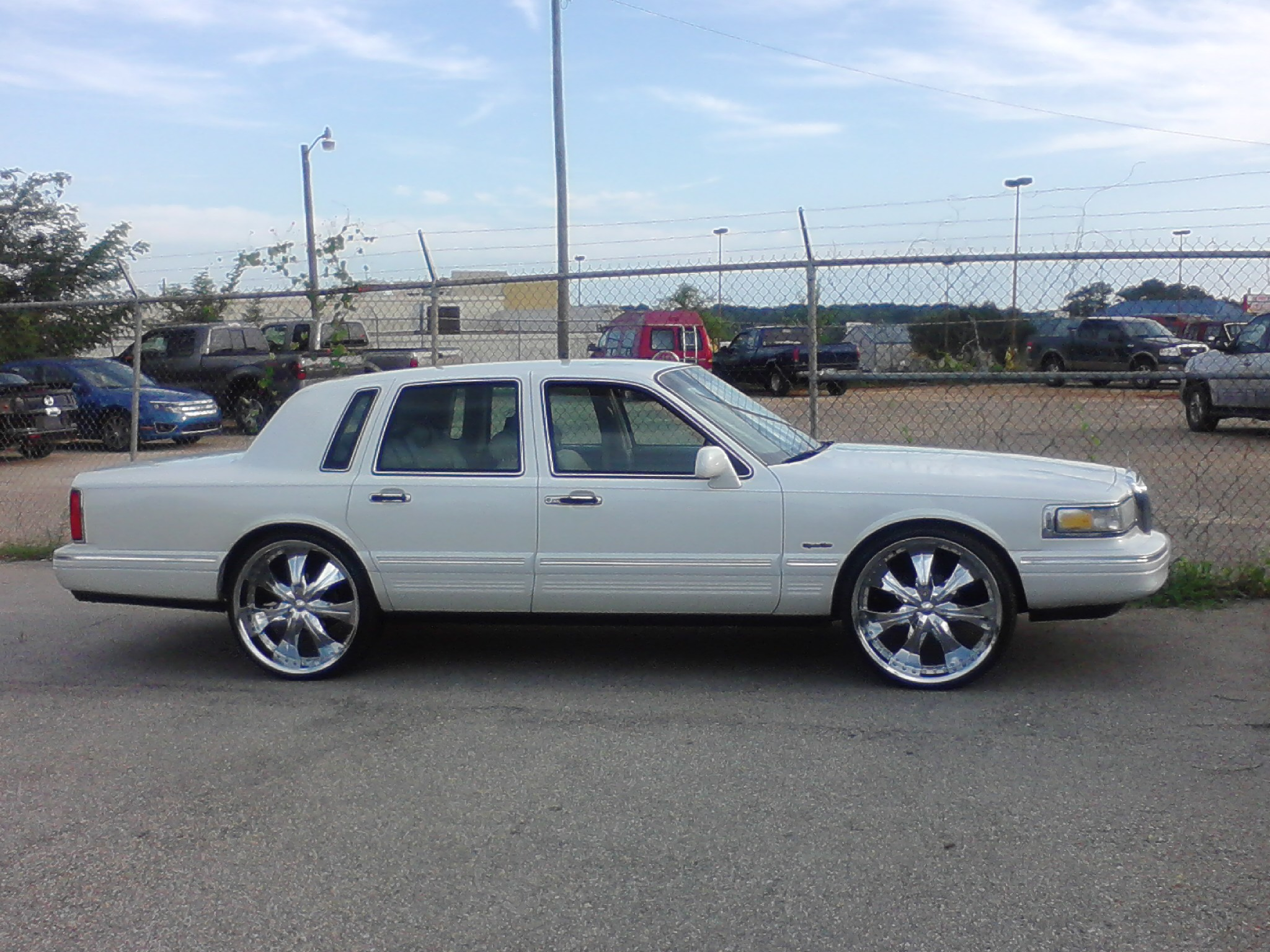 Wildcatz98 1997 Lincoln Town Car S Photo Gallery At Cardomain