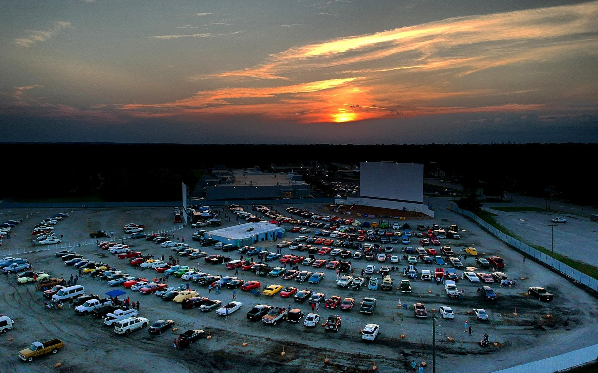 Summer 2018 Drive in Movie at SkyView in Belleville IL v8tv movie night - 19189781