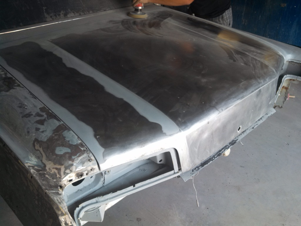 Hood and quarter panel stripped to bare metal - 19048988