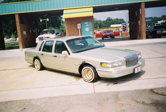 Ralphdogg 1997 Lincoln Town Carsignature Sedan 4d Specs Photos