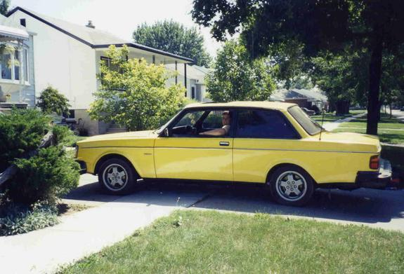 Another leaf13 1982 Volvo 200-Series post... - 947795