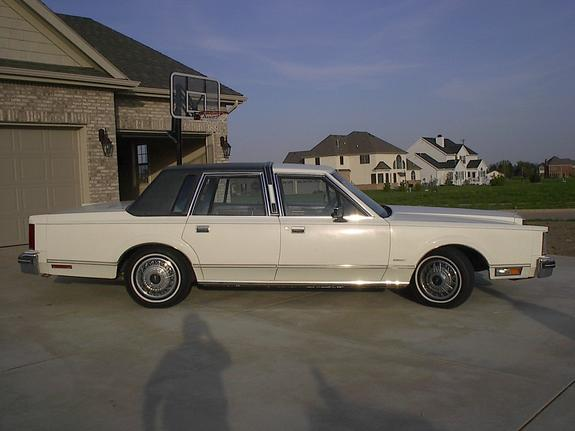 1983 Lincoln Town Car Pictures To Pin On Pinterest Pinsdaddy