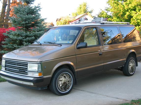 94WhitePGT 1990 Plymouth Voyager