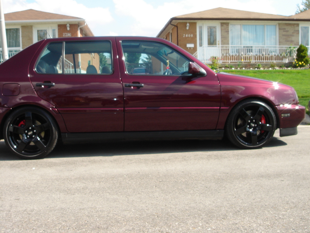 This is what a lowriding vr6 jetta looks like!!!!!!!!!!!