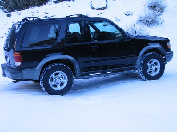 whitemage25 2000 Ford Explorer