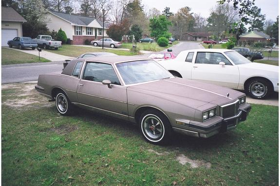84wildcard 1984 Pontiac Grand Prix 3712911