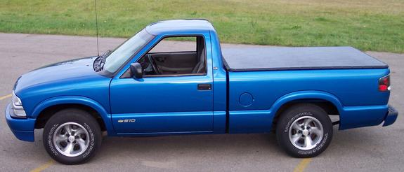 2000 Chevrolet S10 Regular Cab
