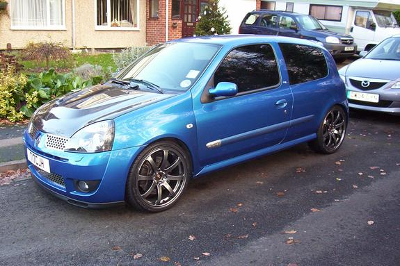 t17cjh 2002 renault clio specs photos modification info at cardomain. Black Bedroom Furniture Sets. Home Design Ideas
