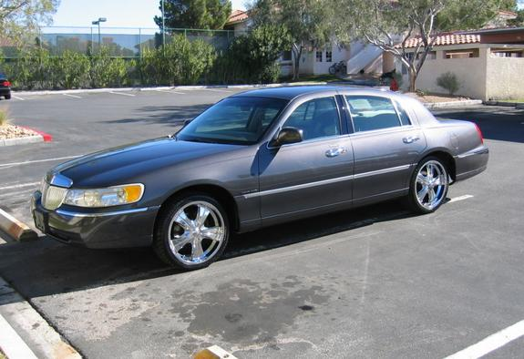 mrplease 2002 Lincoln Town Car 5637570