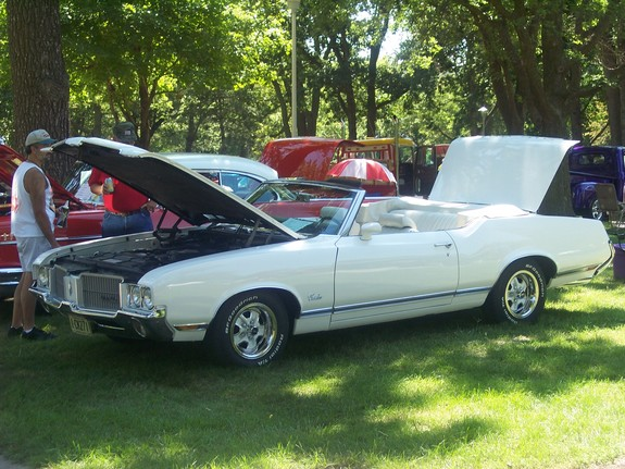 CUTLASSVERT71 1971 Oldsmobile Cutlass 5671359