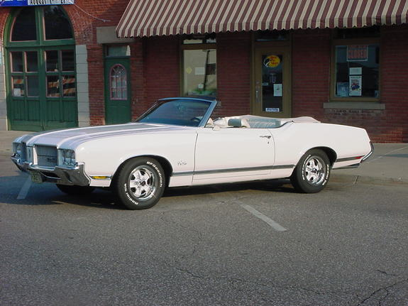 CUTLASSVERT71 1971 Oldsmobile Cutlass 5671361